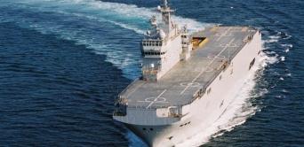 Un navire français Mistral accoste à Libreville