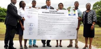 Donation à la Jeunesse gabonaise de la Résidence du Camp de Gaulle
