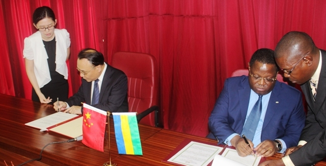 Gabon- Chine : plus besoin de visas pour les titulaires de passeports