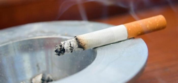 L'état compte interdire de fumer dans les lieux publics