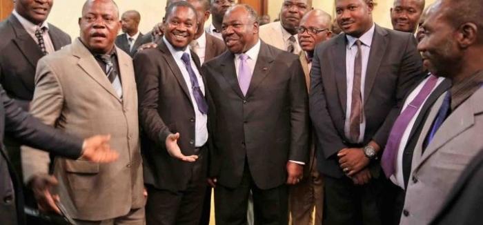 La présidence s'entoure d'hommes d'expérience