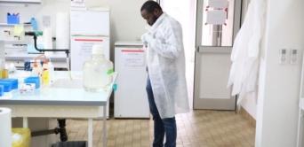 Le Gabon analyse des échantillons suspects du virus Ebola de la RDC