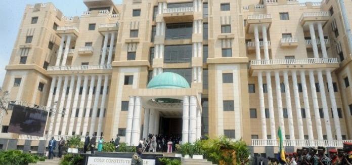 La Cour constitutionnelle voyage par la Poste